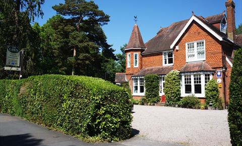 The Lawn Guest House Is A Family Run Victorian Situated Heartbeat Away From London Gatwick Airport Rated 4 Stars By Aa And Visit Britain
