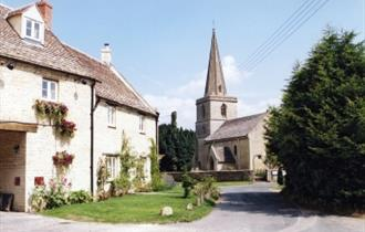 View to the church in Cassington