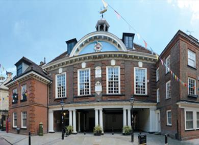 Photo of exterior of Guildhall Museum