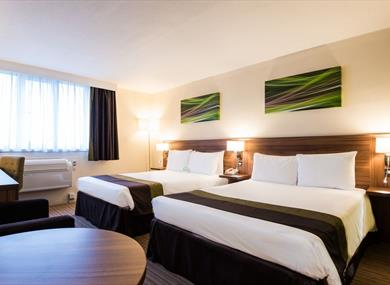 Holiday Inn Slough-Windsor Standard twin bedroom